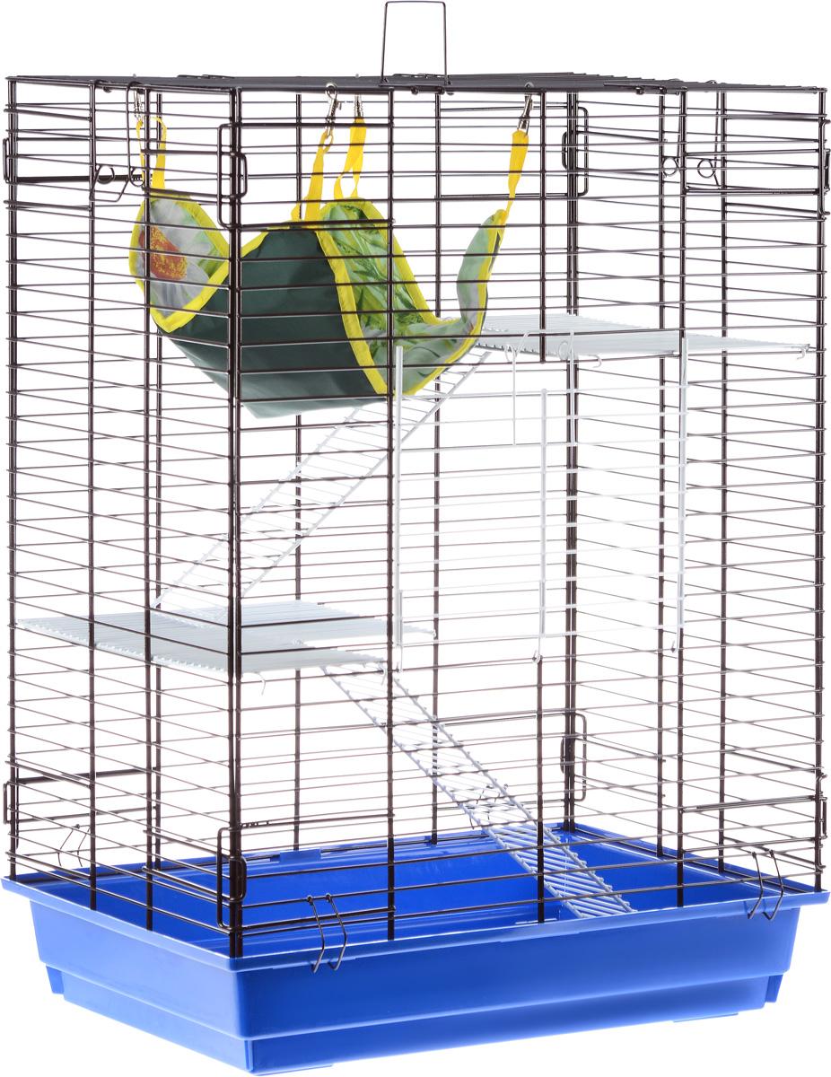 Клетка для шиншилл и хорьков ЗооМарк, цвет: синий поддон, коричневая решетка, 59 х 41 х 79 см620СЗКлетка ЗооМарк, выполненная из полипропилена и металла, подходит для шиншилл и хорьков. Большая клетка оборудована длинными лестницами и гамаком. Изделие имеет яркий поддон, удобно в использовании и легко чистится. Сверху имеется ручка для переноски. Такая клетка станет уединенным личным пространством и уютным домиком для грызуна.