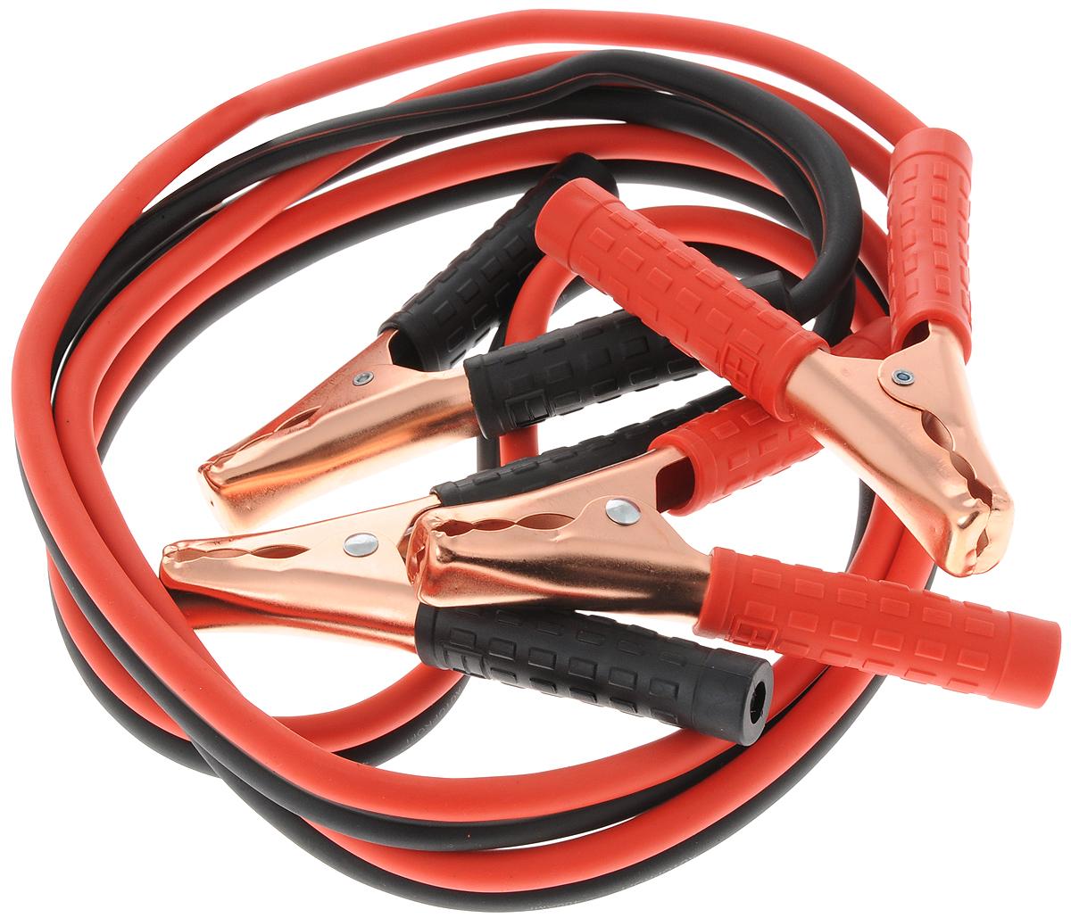 Провода прикуривания Autoprofi Аллигатор, алюминиевые, морозостойкие, 400 А, 2,5 мO00000961Провода прикуривания Autoprofi Аллигатор обладают длиной 2,5 метра и пропускают ток силой до 400 ампер. Это позволяет использовать их для запуска большинства автомобилей, в том числе оснащенных бензиновыми двигателями объемом свыше 5 литров или дизельными - объемом свыше 4,5 литров. Многожильные провода изготовлены из алюминия с медным напылением и покрыты изоляцией из морозостойкого термопласта. Термопласт легко гнется и не теряет свою эластичность до температуры -40°С. Рукоятки зажимов изолированы термопластом, что делает более удобным эксплуатацию проводов прикуривания в сильные морозы.