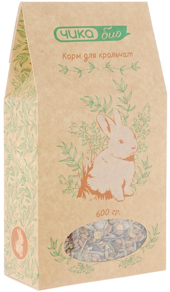 Корм Чика-био, для крольчат, 600 г4607045060981Корм Чика-био идеально подходит для крольчат. Специально разработанный состав из тщательно отобранных натуральных компонентов идеально подходит для формирования крепкого здоровья крольчонка. В смеси содержится большое количество клетчатки для оптимального пищеварения, специально подобранные травы, богатая каротином морковь, и другие добавки, важные для полноценного роста и развития. Добавленные в состав веточки и кэроб обеспечат правильное стачивание растущих резцов.Порадуйте своего любимца полноценным кормом для ежедневного кормления.Товар сертифицирован.