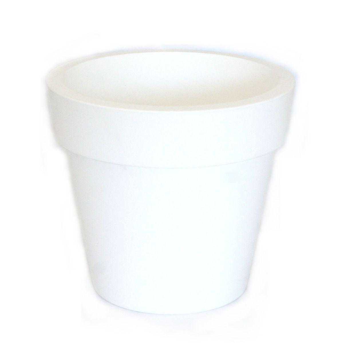 Кашпо JetPlast Порто, со вставкой, цвет: белый, 3,5 л868034Кашпо Порто классической формы с внутренней вставкой-горшком. Дренажная вставка позволяет легко поливать растения без использования дополнительного поддона. Вместительный объем кашпо позволяет высаживать самые разнообразные растения, а съемная вставка избавит вас от грязи и подчеркнет красоту цветка. Оно изготовлено из прочного полипропилена (пластика). Объем кашпо: 3,5 л.Высота кашпо: 18 см.Диаметр по верхнему краю: 20 см.