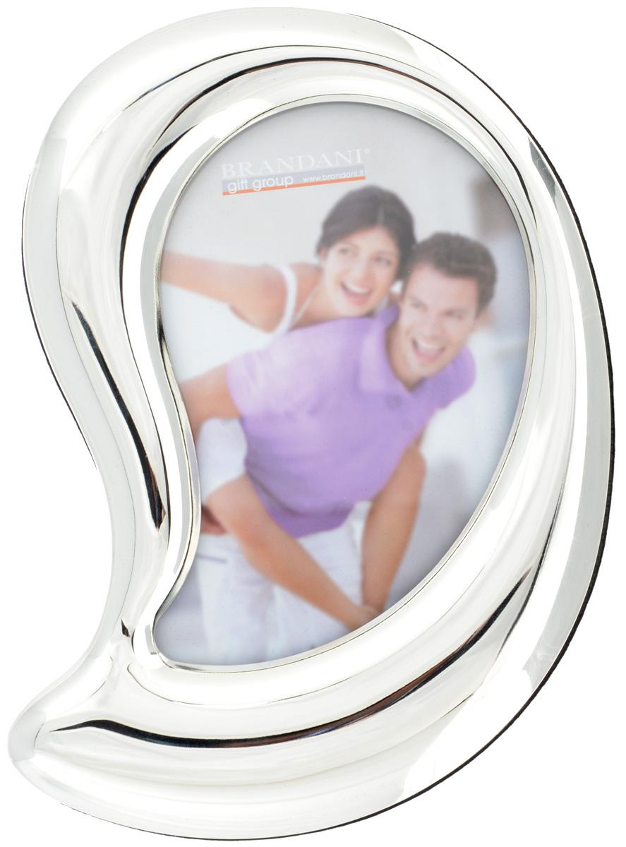 Фоторамка Brandani Лист, цвет: серебристый, 10 х 15 смPR-2WФоторамка Brandani Лист, выполненная из пластика, имеет оригинальный дизайн. Оборотная сторона рамки оснащена специальной ножкой, благодаря которой ее можно поставить на стол или любое другое место в доме или офисе. Также изделие оснащено креплениями для подвешивания на стену. Такая фоторамка поможет вам оригинально и стильно дополнить интерьер помещения, а также позволит сохранить память о дорогих вам людях и интересных событиях вашей жизни.Размер фоторамки: 16 х 20 см.Подходит для фотографий размером: 10 х 15 см.