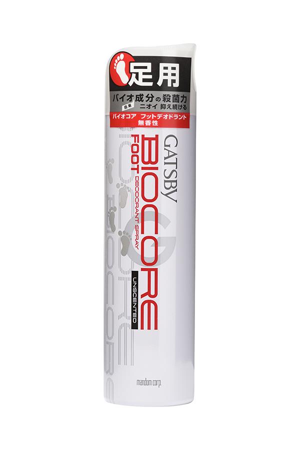 Mandom Дезодорант-спрей с тальком для ног Gatsby. Biocore - без запаха, 130 гSatin Hair 7 BR730MNДезодорант - спрей с эффектом сухого нанесенияпредотвращает появление неприятного запаха,оказывает охлаждающее действие. Содержитабсорбирующую тальковую пудру, антибактериальные(изопропилметилфенол, хлорид лизоцима) иохлаждающие (ментол) компоненты.Способ применения: встряхните передиспользованием (4-5 раз), равномерно распылите насухую кожу ступней (перед тем, как надеваете обувь) срасстояния 10 см.Внимание при применении: Не распыляйте наповреждённую кожу. Избегайте распыления больше 3-хсекунд во избежание переохлаждения кожи. Избегайтевдыхания средства. При покраснении, зуде,раздражении после применения прекратитеиспользование средства и проконсультируйтесь сврачом-дерматологом. Избегайте распыления в глаза,при попадании сразу же промойте глаза водой.Меры предосторожности: Предохранять отвоздействия прямых солнечных лучей и нагреваниявыше 40°С! Не разбирать и не давать детям!Огнеопасно! Не распылять вблизи открытого огня ираскалённых предметов! При распылении непереворачивать головкой вниз!Газ под давлением: газ LPG.Состав: хлоргидрат алюминия, изопропилметилфенол,хлорид лизоцима (белка); другие компоненты: LPG,миристинат изопропила, тальк, обезвоженный этанол,l-ментол, дибутилгидрокситолуэн, экстракт зелёного чая(р-р).*Не содержит консервантов (класса парабенов).Вес: 130 г
