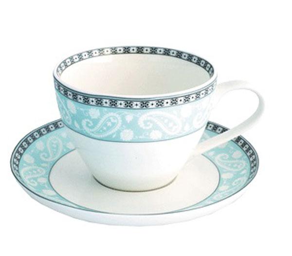 Чайная пара Esprado Arista Blue, цвет: белый, черный, голубой, 315 мл115510Чайная пара Esprado Arista Blue состоит из чашки и блюдца, изготовленных из костяного фарфора высшего качества, отличающегося необыкновенной прочностью и небольшим весом. Яркий дизайн, несомненно, придется вам по вкусу.Чайная пара Arista Blue украсит ваш кухонный стол, а также станет замечательным подарком к любому празднику.