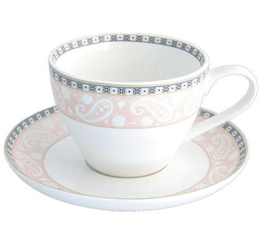 Чайная пара Esprado Arista Rose, 315 млW19870022Чайная пара Esprado Arista Rose состоит из чашки и блюдца, изготовленных из костяного фарфора высшего качества, отличающегося необыкновенной прочностью и небольшим весом. Яркий дизайн, несомненно, придется вам по вкусу.Чайная пара Arista Rose украсит ваш кухонный стол, а также станет замечательным подарком к любому празднику.