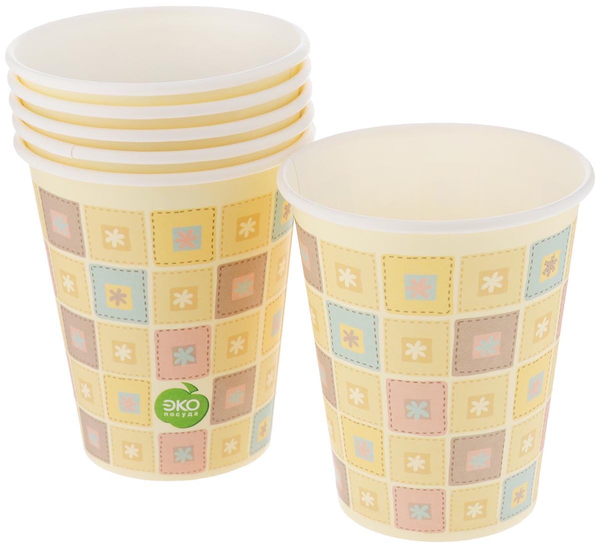 Набор бумажных стаканов Paterra Нарядные, 330 мл, 6 штVT-1520(SR)Набор Paterra Нарядные состоит из 6 стаканов, предназначенных для одноразового использования. Изделия украшены узором. Такие стаканы подойдут как для холодных, так и для горячих напитков. Имеют водоотталкивающие свойства.Одноразовые стаканы будут незаменимы при поездках на природу, пикниках и других мероприятиях. Они легкие и не займут много места, а самое главное - после использования их не надо мыть. Диаметр стакана: 8 см. Высота стакана: 9,5 см.