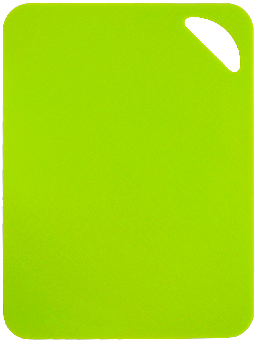 Доска разделочная Paterra, гибкая, цвет: зеленый, 28 х 38 см68/5/3Разделочная доска Paterra, изготовленная из гибкого пластика, прекрасно подходит для разделки всех видов пищевых продуктов. Не вступает в химическую реакцию, не выделяет вредных веществ, предотвращает размножение болезнетворных микроорганизмов на поверхности доски. Разделочная доска плотно прилегает к любой поверхности стола или столешницы и не скользит. Порадуйте себя и своих близких качественным и функциональным подарком.Размер доски: 28 х 38 см.
