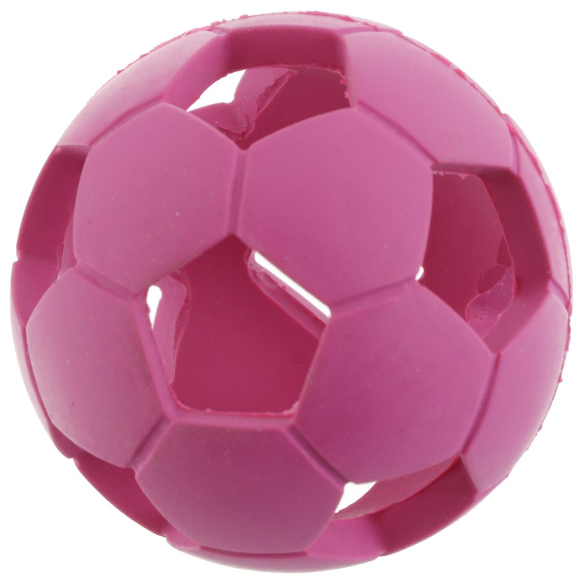 Игрушка для собак V.I.Pet Мяч футбольный, диаметр 5,5 см5605262Игрушка для собак V.I.Pet Мяч футбольный изготовлена из натурального каучука - абсолютно нетоксичного и безопасного. С этой игрушкой с удовольствием будут играть и щенки, и взрослые собаки. Мягкая и пружинистая игрушка может быть использована для игр как в помещении, так и на улице. Положите внутрь игрушки небольшой кусочек лакомства и ваш питомец будет с интересом и азартом играть до тех пор, пока не достанет заслуженную награду.Диаметр игрушки: 5,5 см.