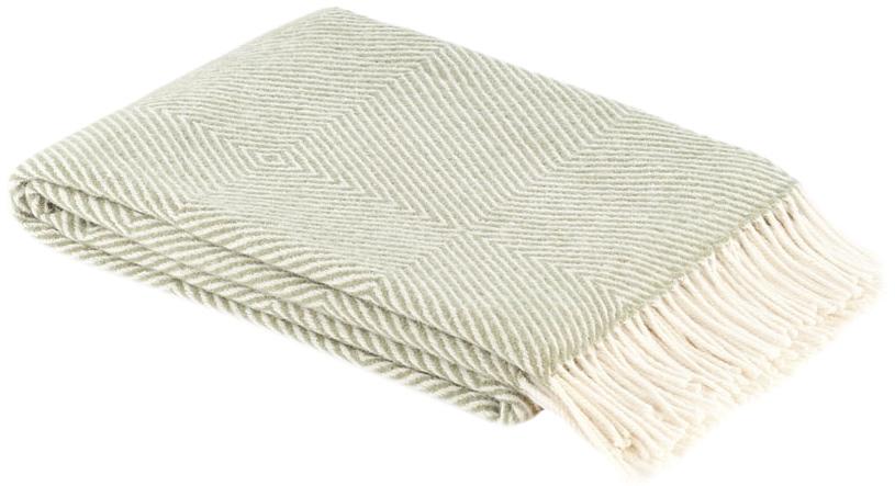 Плед Руно Bergamo, цвет: мятный, 140 см х 200 см. 1-711-140_05lns184286Теплый и уютный плед с кисточками Руно Bergamo выполнен из натуральной овечьей шерсти с добавлением искусственного волокна и оформлен принтом в полоску. Плед изготовлен с молезащитной обработкой.Под шерстяным пледом вам никогда не станет жарко или холодно, он помогает поддерживать постоянную температуру тела. Шерсть обладает прекрасной воздухопроницаемостью, она поглощает и нейтрализует вредные вещества и славится своими целебными свойствами. Плед из шерсти станет лучшим лекарством для людей, страдающих ревматизмом, радикулитом, головными и мышечными болями, сердечно-сосудистыми заболеваниями и нарушениями кровообращения. Шерсть не электризуется. Она прочна, износостойка, долговечна. Наконец, шерсть просто приятна на ощупь, ее мягкость и фактура вызывают потрясающие тактильные ощущения! Такой плед идеально подойдет для дачного отдыха: он очень пригодится, как только захочется укутаться, дыша вечерним воздухом, выручит, если приехали гости, и всегда под рукой, когда придет в голову просто полежать на траве! А в квартире такое плед согреет в холодное время года и порадует нежными оттенками и интересным дизайном.
