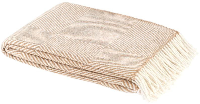 Плед Руно Bergamo, цвет: бежевый, 140 х 200 см 1-711-140_01A3964LM-8WHТеплый и уютный плед с кисточками Руно Bergamo выполнен из натуральной овечьей шерсти и оформлен принтом в полоску. Плед изготовлен с молезащитной обработкой.Под шерстяным пледом вам никогда не станет жарко или холодно, он помогает поддерживать постоянную температуру тела. Шерсть обладает прекрасной воздухопроницаемостью, она поглощает и нейтрализует вредные вещества и славится своими целебными свойствами. Плед из шерсти станет лучшим лекарством для людей, страдающих ревматизмом, радикулитом, головными и мышечными болями, сердечно-сосудистыми заболеваниями и нарушениями кровообращения. Шерсть не электризуется. Она прочна, износостойка, долговечна. Наконец, шерсть просто приятна на ощупь, ее мягкость и фактура вызывают потрясающие тактильные ощущения! Такой плед идеально подойдет для дачного отдыха: он очень пригодится, как только захочется укутаться, дыша вечерним воздухом, выручит, если приехали гости, и всегда под рукой, когда придет в голову просто полежать на траве! А в квартире такое плед согреет в холодное время года и порадует нежными оттенками и интересным дизайном.