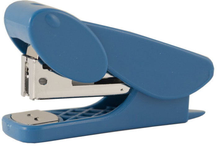 Silwerhof Степлер Ellipse цвет синий №100102016Пластиковый корпус. Качественный металлический сшивной механизм. Встроенный пластиковый антистеплер. Максимальная загрузка : 50 скоб №10. Глубина закладки бумаги 25мм. Пробивная мощность -12 листов бумаги 80г/м.