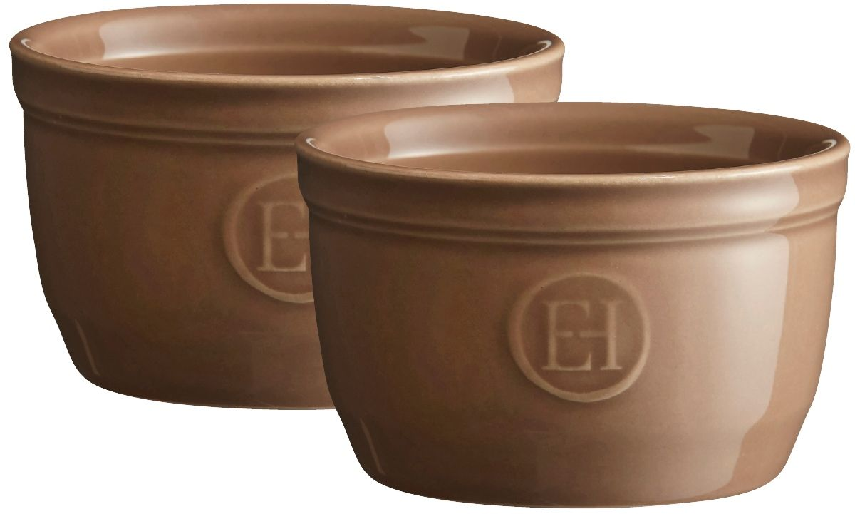Рамекин Emile Henry, цвет: мускат, диаметр 9 см, 2 шт291495Натуральный цвет и очертания порционной формы Рамекин, предназначенной как для готовки, так и для сервировки отдельных порций. Идеально подходит для кухни в загородном доме. Высокопрочная керамика (HR ceramic) великолепно распределяет и сохраняет тепло, что и требуется для приготовления помадок, гратенов, рассыпчатых и открытых пирогов. Форма не боится перепадов температур, и ее можно ставить в духовку сразу после того, как она была вынута из морозильной камеры. Покрытие формы устойчиво к появлению сколов и царапин, а его цвет остается ярким даже после многократного использования в посудомоечной машине.Идеально подходит для небольших десертов. Например, для густых десертов, которые требуют специфичного размера порции, как фондан из темного шоколада. Другие рецепты в этом рамекине? Пудинги, крем-карамель...