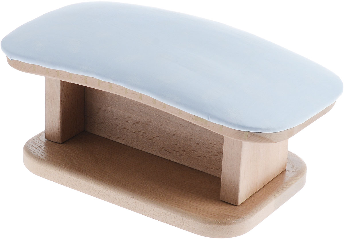 Колодка портновская Поросенок стандартныйGC204/30Колодка портновская Поросенок стандартный подходит для утюжки и отпаривания юбок, подолов, платьев, блузок. Изделие выполнено из древесины разных пород (бук, дуб, тик) и оформлено накладкой из мягкого ватина с декором в виде перышек. Влажно-тепловая обработка имеет большое значение в улучшении качества швейных изделий и их внешнего вида. Даже кривую строчку в некоторых случаях можно исправить утюгом. Колодка облегчит утюжку в труднодоступных для утюга местах. Кроме того, твердое холодное дерево быстро впитывает пар и охлаждает ткань, способствуя закреплению формы.