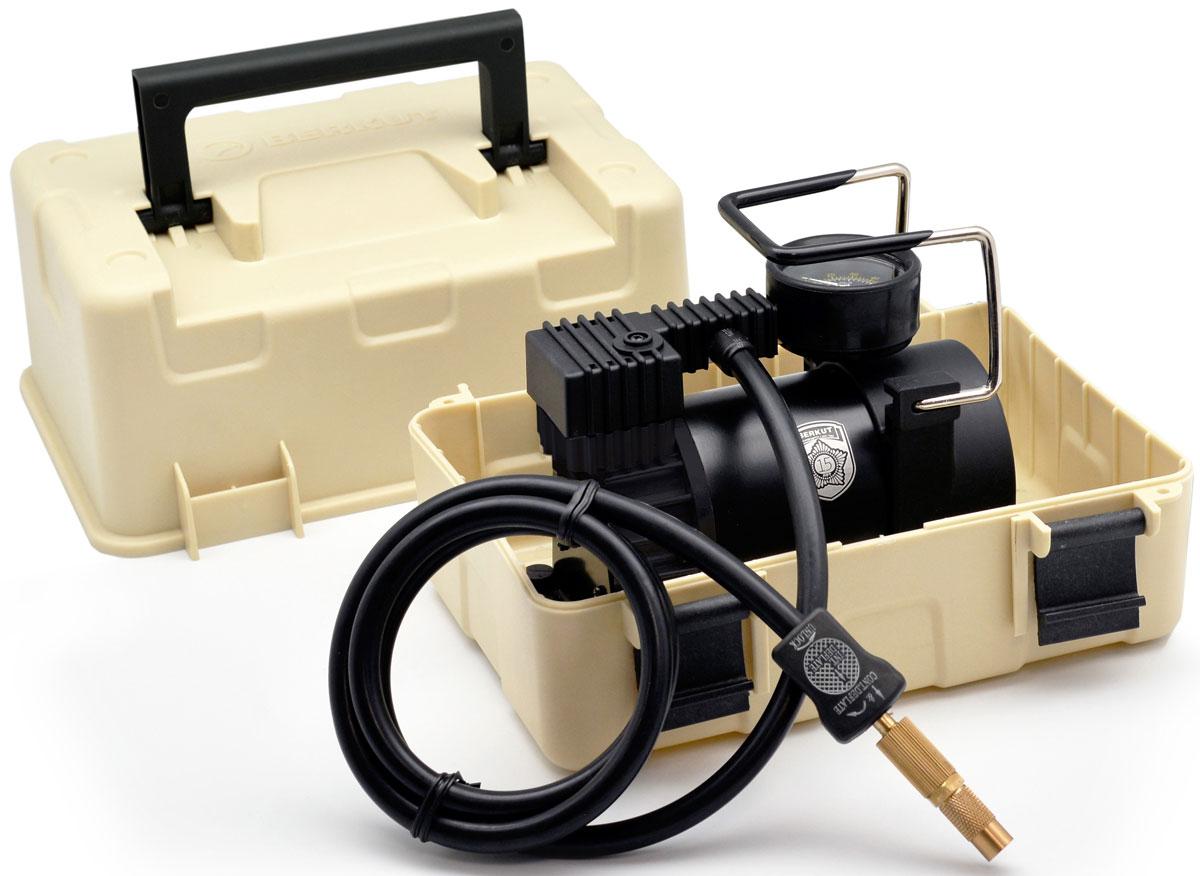 Автомобильный компрессор BERKUT SPEC-15ст12-7фмкаАвтомобильный компрессор BERKUT Specialist (модель: SPEC-15) предназначен для накачивания шин автомобилей и других транспортных средств. Главной особенностью устройства является его интеграция в пластиковый милитари-бокс, который позволяет эксплуатировать компрессор в экстремальных условиях и значительно упрощается его хранение и транспортировку. В компрессор внедрена новая поршневая группа, благодаря чему его производительность выросла до 44 л/мин. SPEC-15 маркируется специальной юбилейной эмблемой и выпускается ограниченной партией.