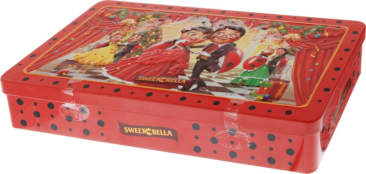 Sweeterella Новогодний фейерверк конфеты шоколадные ассорти, 140 г0120710Набор вкуснейших шоколадных конфет Sweeterella Новогодний фейерверк в большой жестяной упаковке с праздничным новогодним дизайном от Sweeterella. Набор конфет может стать идеальным подарком каждому в этот Новый год! Ассорти шоколадных конфет включает:- шоколадные конфеты из темного шоколада с начинкой Пломбир с декором из белой шоколадной глазури;- шоколадные конфеты из молочного шоколада с начинкой Клубника со сливками;- шоколадные конфеты из молочного шоколада с начинкой Кокос с декором из кокосовой стружки.Уважаемые клиенты! Обращаем ваше внимание, что полный перечень состава продукта представлен на дополнительном изображении.