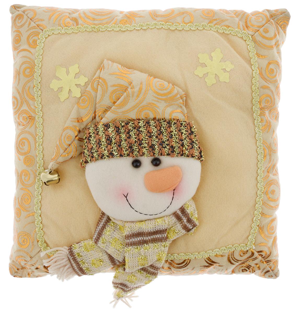 Подушка декоративная Win Max Снеговик, 30 х 30 cм. 1715100Декоративная подушка Win Max Снеговик прекрасно подойдет для праздничного декора вашего дома в преддверии Нового года. Чехол выполнен из текстиля с комбинированной текстурой, украшен изображением снежинок и аппликацией в виде забавного снеговика. Синтепоновый наполнитель делает подушку мягкой и уютной. Красивая подушка создаст в доме уют и станет прекрасным элементом декора.