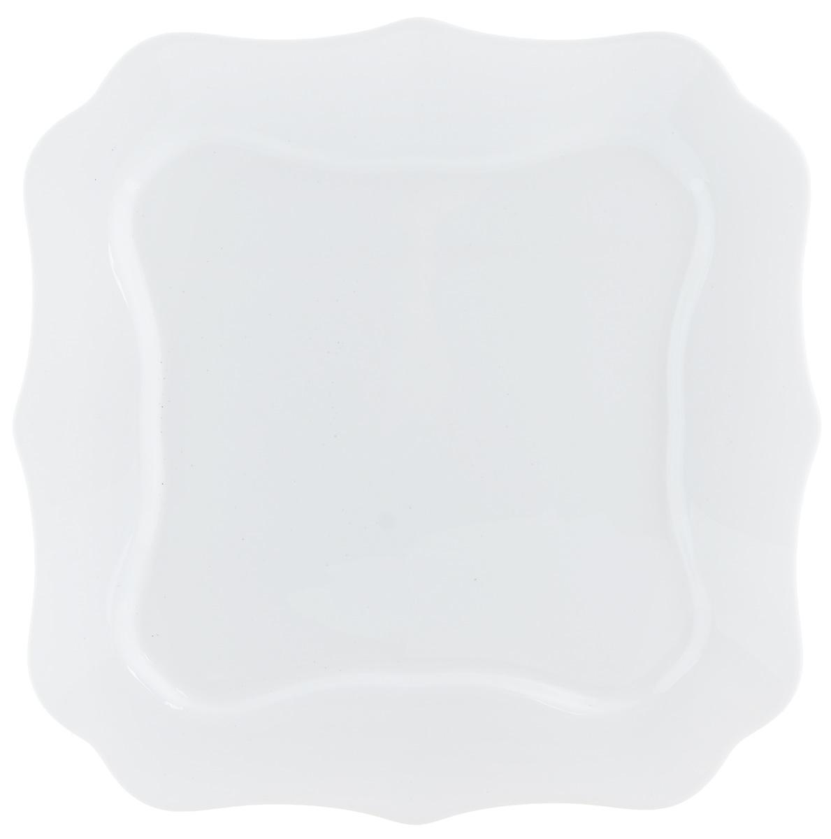 Тарелка обеденная Luminarc, 26 х 26 см54 009312Обеденная тарелка Luminarc, изготовленная из высококачественного стекла, имеет классический дизайн. Такая тарелка идеально подойдет для сервировки стола и станет отличным подарком к любому празднику.Размер (по верхнему краю): 26 х 26 см.
