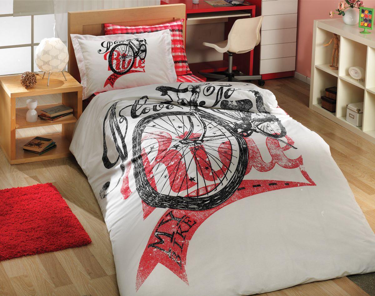 Комплект белья Hobby Home Collection Trella, 1,5-спальный, наволочка 50х70, цвет: красный531-105Комплект постельного белья Hobby Home Collection изготовлен из высококачественного поплина. Поплин - это ткань, изготавливаемая традиционным полотняным плетением из 100% хлопка, но из нитей разного калибра, за счет чего полотно получается с легким рубчиковым рельефом. По многим характеристикам ткань похожа на бязь, но на ощупь гораздо приятнее — более гладкая и мягкая. Поплин обладает лучшими свойствами ткани для постельного белья. Он плотный и в то же время мягкий на ощупь, износостойкий, немнущийся, гигроскопичный и неприхотливый в уходе, а после стирки практически не нуждается в глажке. Поплин обладает множеством преимуществ: - белье из него плотное, прочное и износостойкое; - не выцветает и не сминается; - не линяет и не деформируется (при стирке до 40°С); - натуральный хлопок в составе обеспечивает абсолютную гигиеничность постельного белья; - поплин хорошо вентилируется и впитывает влагу, отводя ее излишки от тела. По легенде этот материал впервые произвели во французской резиденции Папы Римского, городе Авиньон. За это ткань назвали поплином, что означает папский. С тех пор, вслед за Европой, полотно покорило весь мир, и на сегодня это самый востребованный материал для постельного белья. Постельное белье имеет 3D рисунок. Это объемный рисунок, который позволяет увидеть изображение более реальным, живым. 3D печать на постельном белье невозможна простым способом. Для достижения высокого качества применяется Digital textile printing (англ. Digital textile printing - прямая цифровая печать по текстилю) — способ нанесения изображения на ткань, предполагающий прямую реактивную печать. Сам вид такой печати обеспечивает долговечность нанесенного изображения. На ткань, наносится ультрачеткое и яркое 3D изображение, вследствие чего картинка выглядит очень реалистично. Просматриваются даже самые мелкие детали. Постельное белье из поплина способно не только создать идеальные у