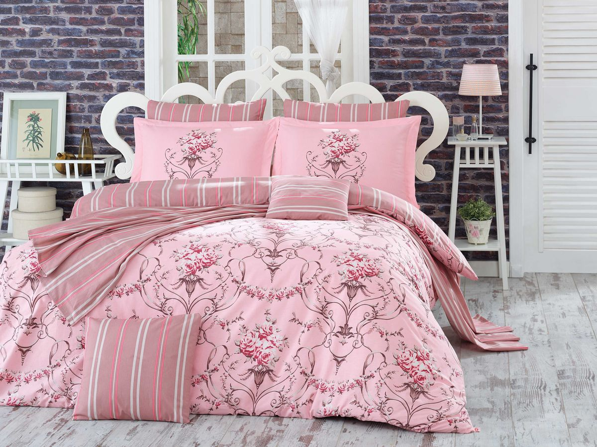 Комплект белья Hobby Home Collection Ornella, евро, наволочки 50x70, 70x70, цвет: розовыйSVC-300Комплект постельного белья Hobby Home Collection изготовлен из высококачественного поплина. Поплин - это ткань, изготавливаемая традиционным полотняным плетением из 100% хлопка, но из нитей разного калибра, за счет чего полотно получается с легким рубчиковым рельефом. По многим характеристикам ткань похожа на бязь, но на ощупь гораздо приятнее — более гладкая и мягкая. Поплин обладает лучшими свойствами ткани для постельного белья. Он плотный и в то же время мягкий на ощупь, износостойкий, немнущийся, гигроскопичный и неприхотливый в уходе, а после стирки практически не нуждается в глажке. Поплин обладает множеством преимуществ: - белье из него плотное, прочное и износостойкое; - не выцветает и не сминается; - не линяет и не деформируется (при стирке до 40°С); - натуральный хлопок в составе обеспечивает абсолютную гигиеничность постельного белья; - поплин хорошо вентилируется и впитывает влагу, отводя ее излишки от тела. По легенде этот материал впервые произвели во французской резиденции Папы Римского, городе Авиньон. За это ткань назвали поплином, что означает папский. С тех пор, вслед за Европой, полотно покорило весь мир, и на сегодня это самый востребованный материал для постельного белья. Постельное белье имеет 3D рисунок. Это объемный рисунок, который позволяет увидеть изображение более реальным, живым. 3D печать на постельном белье невозможна простым способом. Для достижения высокого качества применяется Digital textile printing (англ. Digital textile printing - прямая цифровая печать по текстилю) — способ нанесения изображения на ткань, предполагающий прямую реактивную печать. Сам вид такой печати обеспечивает долговечность нанесенного изображения. На ткань, наносится ультрачеткое и яркое 3D изображение, вследствие чего картинка выглядит очень реалистично. Просматриваются даже самые мелкие детали. Постельное белье из поплина способно не только создать идеальные у