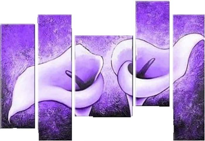Картина Арт78 Сиреневые каллы, модульная, 90 см х 50 см. арт780007-3PM-5005Ничто так не облагораживает интерьер, как хорошая картина. Особенную атмосферу создаст крупное художественное полотно, размеры которого более метра. Подобные произведения искусства, выполненные в традиционной технике (холст, масляные краски), чрезвычайно капризны: требуют сложного ухода, регулярной реставрации, особого микроклимата – поэтому они просто не могут существовать в условиях обычной городской квартиры или загородного коттеджа, и требуют больших затрат. Данное полотно идеально приспособлено для создания изысканной обстановки именно у Вас. Это полотно создано с использованием как традиционных натуральных материалов (холст, подрамник - сосна), так и материалов нового поколения – краски, фактурный гель (придающий картине внешний вид масляной живописи, и защищающий ее от внешнего воздействия). Благодаря такой композиции, картина выглядит абсолютно естественно, и отличить ее от традиционной техники может только специалист. Но при этом изображение отлично смотрится с любого расстояния, под любым углом и при любом освещении. Картина не выцветает, хорошо переносит даже повышенный уровень влажности. При необходимости ее можно протереть сухой салфеткой из мягкой ткани.