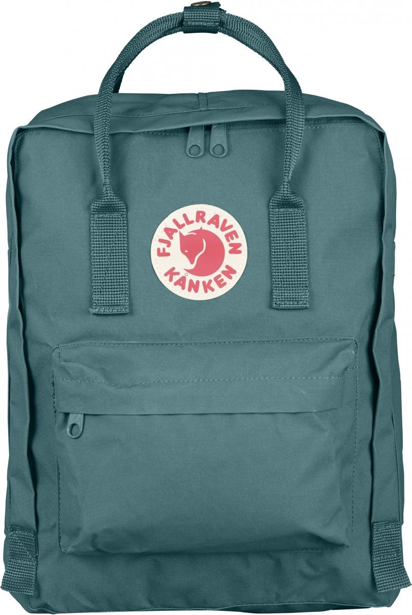 Рюкзак Fjallraven Kanken, цвет: зеленый, 16 лRivaCase 7560 blueЛегендарный рюкзак Kanken от шведского бренда Fjallraven изготовлен из Vinylon-F.Прочный и легкий материал Vinylon-F обладает исключительной долговечностью и полной водонепроницаемостью. При контакте с водой, волокна Vinylon-F разбухают, не позволяя влаге проникнуть внутрь. Рюкзак имеет большой карман на молнии, маленький нашивной карман на молнии и 2 боковых кармана. Лямки регулируются по длине. Светоотражающая нашивка с фирменным логотипом выделяет владельца в темное время суток.В основе выпускаемых фирмой изделий – любовь человека к свободе ощущений. Благодаря оптимальной конструкции и минимальному весу рюкзака, в использовании его просто не ощущаешь.