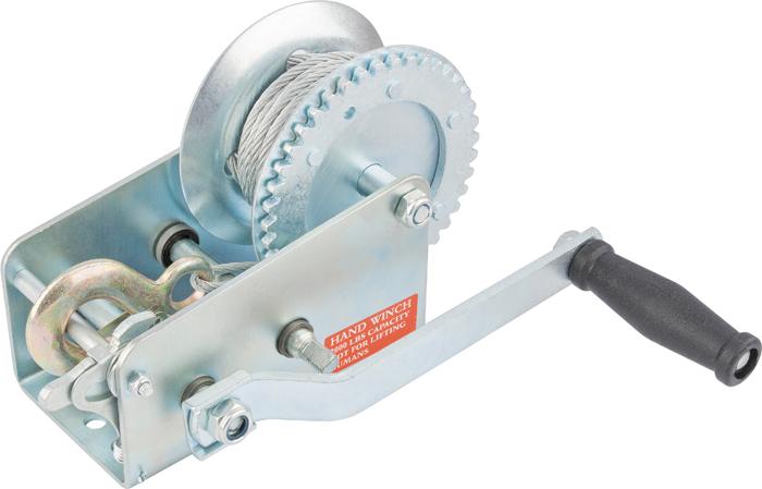 Лебедка ручная Matrix, тросовая, тяга 0,8 тSP100MPТросовая лебедка Matrix имеет прочный стальной корпус и стальной шестеренчатый механизм, который приводится в движение вращением ручки. Предназначена только для горизонтального перемещения грузов. Используется при установке оборудования, такелажных и погрузочно-разгрузочных работах. Лебедка особенно удобна при работах вне помещения, при отсутствии электричества. Запрещается использовать для подъема грузов.