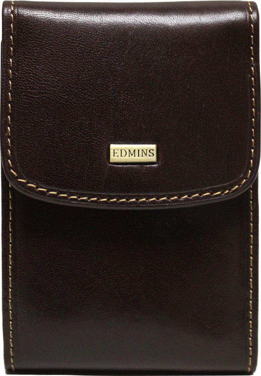 Визитница Edmins, цвет: коричневый. 1703-S-ML-EDINT-06501Визитница вертикальная Edmins выполнена из натуральной кожи с естественной фактурой и декорирована металлическим элементом с символикой бренда и контрастной отделочной строчкой. Изделие закрывается клапаном на кнопку. Внутри расположен вкладыш, состоящий из десяти файлов, который вмещает в себя двадцать визитных карточек и десять кредитных. Изделие поставляется в фирменной коробке. Стильная визитница станет отличным подарком для человека ценящего качественные и практичные вещи.