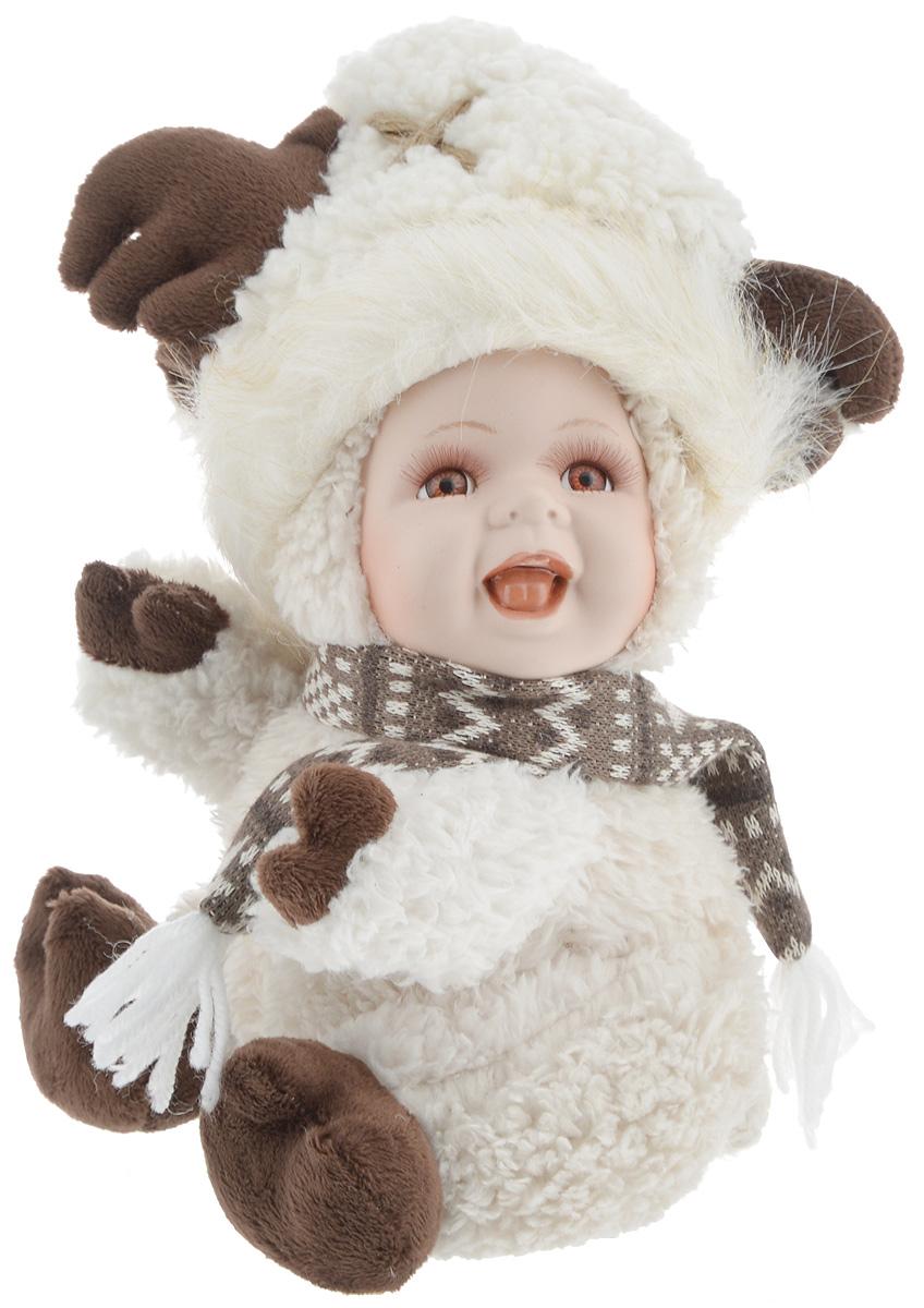 Фигурка ESTRO Ребенок в костюме лося, цвет: белый, коричневый, высота 30 смSL250 503 09Декоративная фигурка Ребенок в костюме лося изготовлена из высококачественных материалов в оригинальном стиле. Фигурка выполнена в виде ребенка в костюме лося.Уютнаяи милая интерьерная игрушка предназначена для взрослых и детей, для игр и украшения новогодней елки, да и просто, для создания праздничной атмосферыв интерьере! Фигурка прекрасно украсит ваш дом к празднику, а в остальные дни с ней с удовольствием будут играть дети. Оригинальный дизайн и красочное исполнение создадут праздничное настроение. Фигурка создана вручную, неповторима и оригинальна. Порадуйте своих друзей и близких этим замечательным подарком!