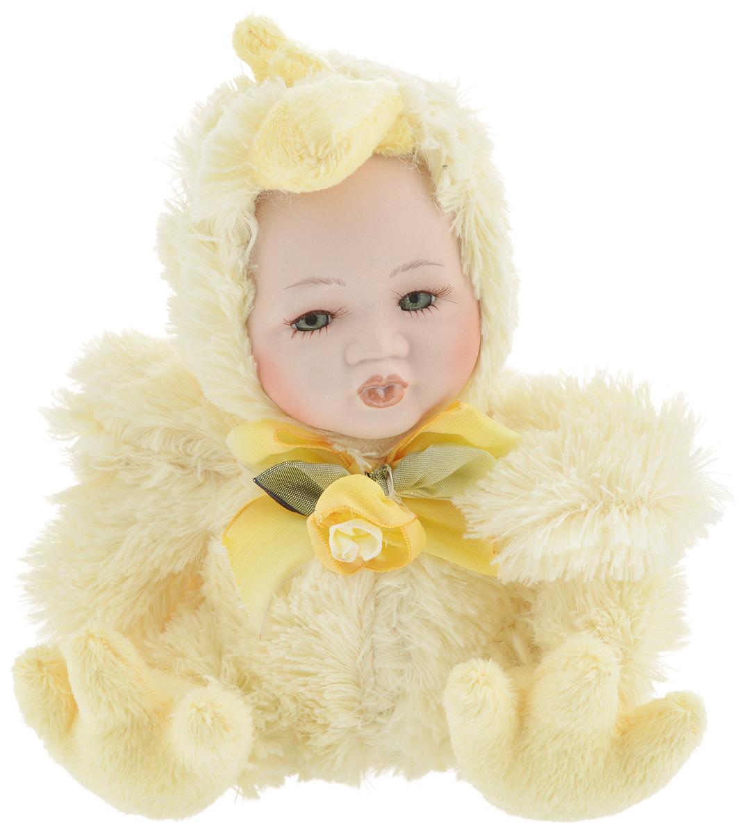 Фигурка ESTRO Ребенок в костюме цыпленка, цвет: желтый, высота 17 см19201Декоративная фигурка Ребенок в костюме цыпленка изготовлена из высококачественных материалов в оригинальном стиле. Фигурка выполнена в виде ребенка в костюме цыпленка.Уютнаяи милая интерьерная игрушка предназначена для взрослых и детей, для игр и украшения новогодней елки, да и просто, для создания праздничной атмосферыв интерьере! Фигурка прекрасно украсит ваш дом к празднику, а в остальные дни с ней с удовольствием будут играть дети. Оригинальный дизайн и красочное исполнение создадут праздничное настроение. Фигурка создана вручную, неповторима и оригинальна. Порадуйте своих друзей и близких этим замечательным подарком!
