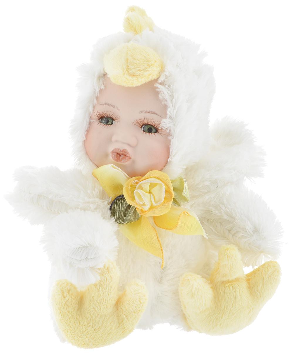 Фигурка новогодняя ESTRO Ребенок в костюме цыпленка, цвет: белый, желтый, высота 17 смSKM-01Декоративная фигурка Ребенок в костюме цыпленка изготовлена из высококачественных материалов в оригинальном стиле. Фигурка выполнена в виде ребенка в костюме цыпленка.Уютнаяи милая интерьерная игрушка предназначена для взрослых и детей, для игр и украшения новогодней елки, да и просто, для создания праздничной атмосферыв интерьере! Фигурка прекрасно украсит ваш дом к празднику, а в остальные дни с ней с удовольствием будут играть дети. Оригинальный дизайн и красочное исполнение создадут праздничное настроение. Фигурка создана вручную, неповторима и оригинальна. Порадуйте своих друзей и близких этим замечательным подарком!