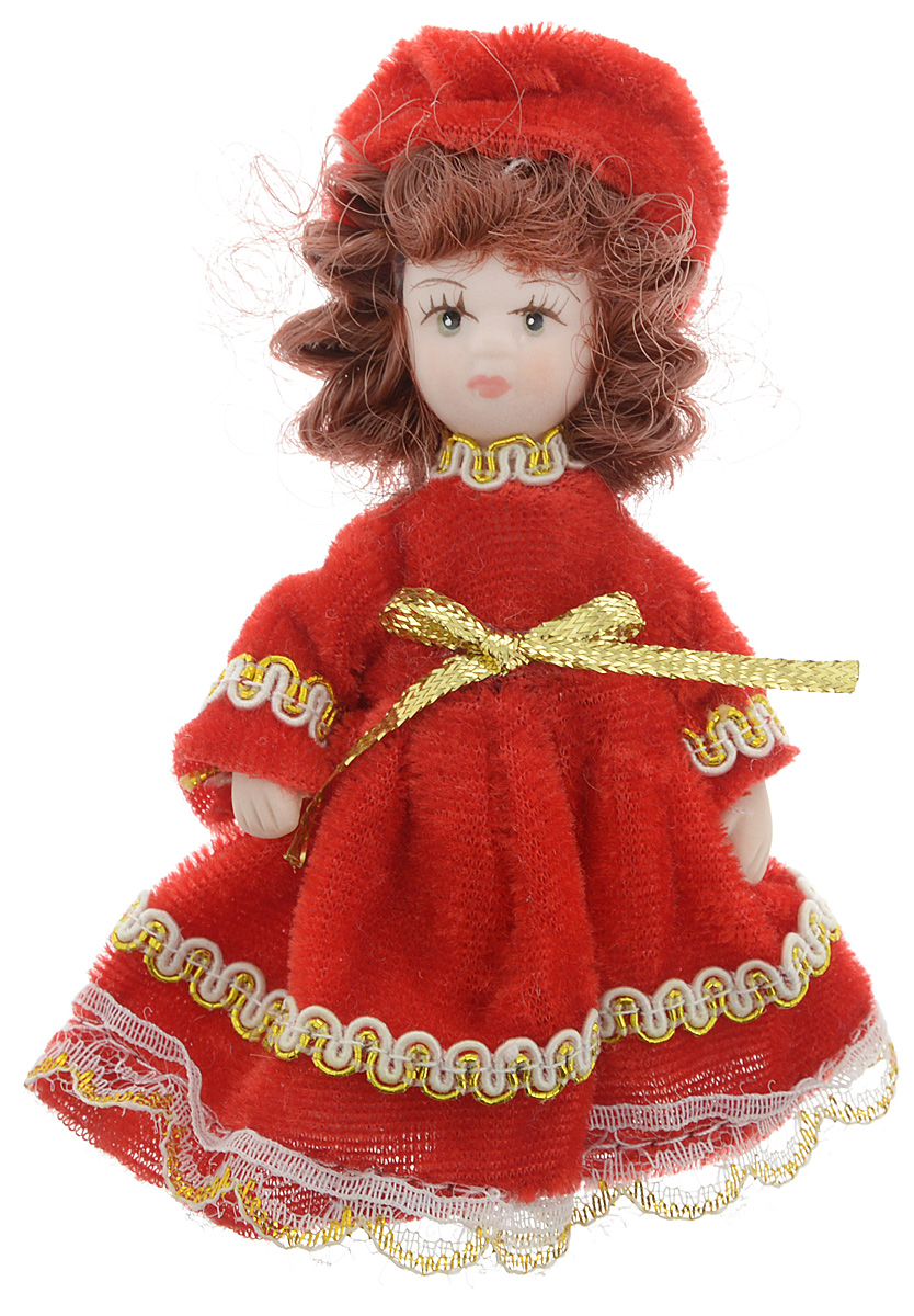 Фигурка декоративная Lovemark Кукла, цвет: красный, золотистый, высота 10 смANTI-6/1Фигурка декоративная Lovemark Кукла изготовлена из керамики в виде куклы с кудрявыми каштановыми волосами, большими глазами и ресницами. Куколка одета в длинное бархатное платье, декорированное золотистой тесьмой и бантиком, и шапочку. Вы можете поставить фигурку в любое место, где она будет красиво смотреться и радовать глаз. Кроме того, она станет отличным сувениром для друзей и близких. А прикрепив к ней петельку, такую куколку можно подвесить на елку.