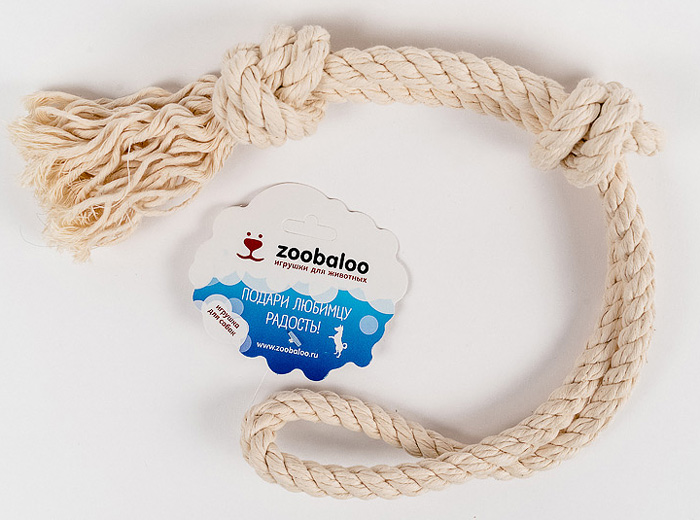 Грейфер для собак Zoobaloo, длина 50 см. 419411Классическая игрушка для собак Zoobaloo изготовлена из хлопка высшего качества с узелками посередине и на концах. Натуральная веревка помогает очистить зубы собаки от налета и зубного камня и поддерживать гигиену полости рта. Ее можно жевать, бросать и приносить. Море радости и азарта обеспечено!