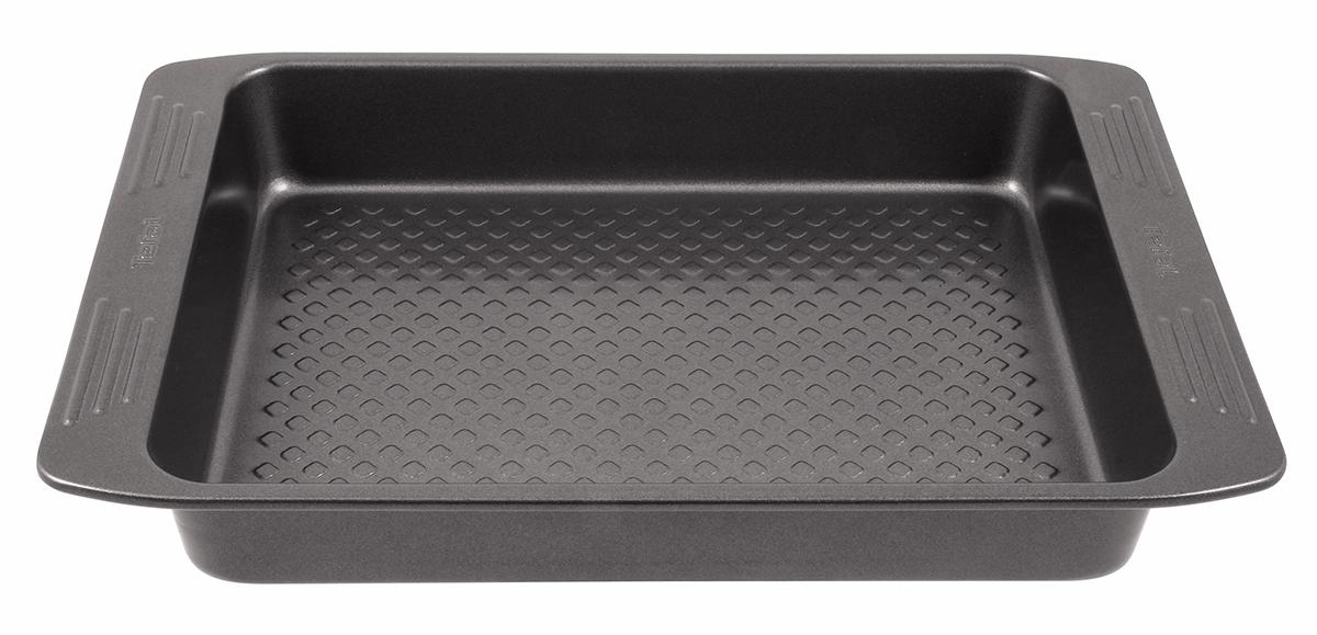 Форма для пирога Tefal Easy Grip, квадратная, с антипригарным покрытием, 20 х 20 см68/5/4Форма для пирога Tefal Easy Grip выполнена из углеродистой стали с внутренним антипригарным покрытием с рифленой поверхностью. Углеродистая сталь - это прочный, легкий и долговечный материал, который прекрасно проводит тепло, помогая выпечке хорошо подходить и равномерно пропекаться, и гарантирует всегда великолепный результат. Слой антипригарного покрытия полностью устраняет пригорание пирога и его прилипание к стенкам и дну. Выпечка легко извлекается из формы. Экологически безопасное антипригарное покрытие не содержит PFOA, свинца и кадмия. Изделие нельзя мыть в посудомоечной машине, нельзя использовать в микроволновой печи. Использовать только пластиковые аксессуары. Форма выдерживает температуру до 210°C.Внутренний размер формы: 20 х 20 см.Размер формы с учетом ручек: 27 х 22,5 см.Высота формы: 4,5 см.