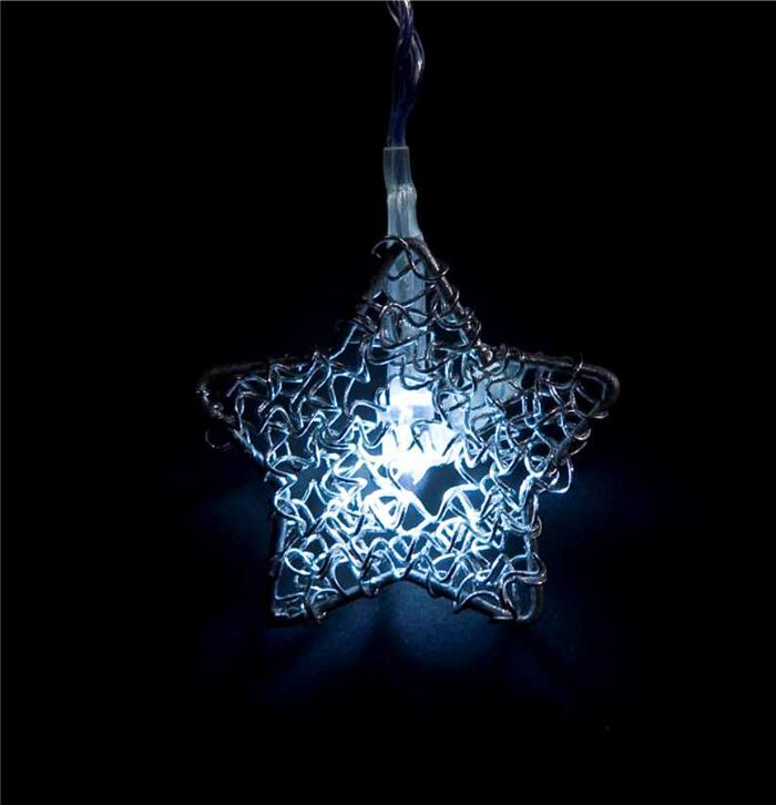 Гирлянда электрическая Lunten Ranta Полярная звезда, 10 светодиодов, 2 м55013Гирлянда электрическая Lunten Ranta Полярная звезда выполнена из акрила и металла. Гирлянда выполнена в оригинальном стиле, каждый светодиод выполнен в форме звезды. Такая гирлянда украсит ваш дом изнутри. Оригинальный дизайн и красочное исполнение создадут праздничное настроение. Откройте для себя удивительный мир сказок и грез. Почувствуйте волшебные минуты ожидания праздника, создайте новогоднее настроение вашим дорогим и близким.Работает от 3-х батареек тапа АА напряжением 1.5 V (в комплект не входит).