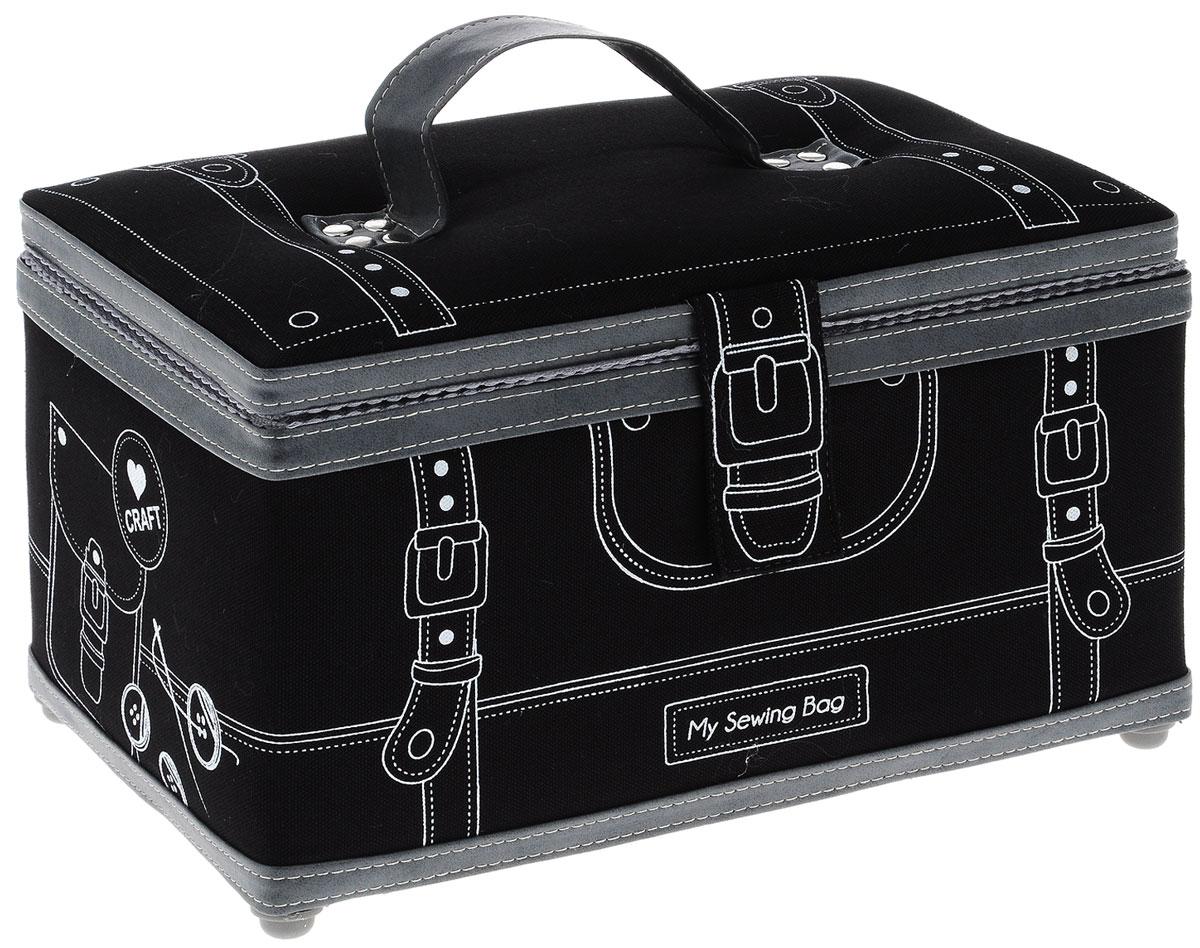 Шкатулка для рукоделия Grace & Glamour Ателье-2 , цвет: черный, 17 х 28,5 х 17 смRG-D31SШкатулка ручной работы Grace & Glamour Ателье-2 идеальна для хранения различных швейных принадлежностей и аксессуаров для рукоделия. Шкатулка имеет прочный каркас из МДФ. Внешняя поверхность отделана тканью, декорированной контурным рисунком, и дополнена элементами из искусственной кожи. Прослойка из синтепона делает шкатулку мягкой и объемной. Крышка закрывается на магнитную кнопку с помощью хлястика. Внутренняя поверхность шкатулки отделана атласным текстилем. Внутри содержится кармашек на резинке и игольница с двумя булавками. Съемный пластиковый лоток имеет 4 секции для ниток, бусин, иголок и других мелочей. Для удобства переноски шкатулка снабжена ручкой. Шкатулка для рукоделия Grace & Glamour Ателье-2 поможет хранить все аксессуары для рукоделия в одном месте, и теперь они никогда не потеряются. Такая шкатулка будет предметом гордости своей обладательницы. Замечательный подарок к любому случаю.