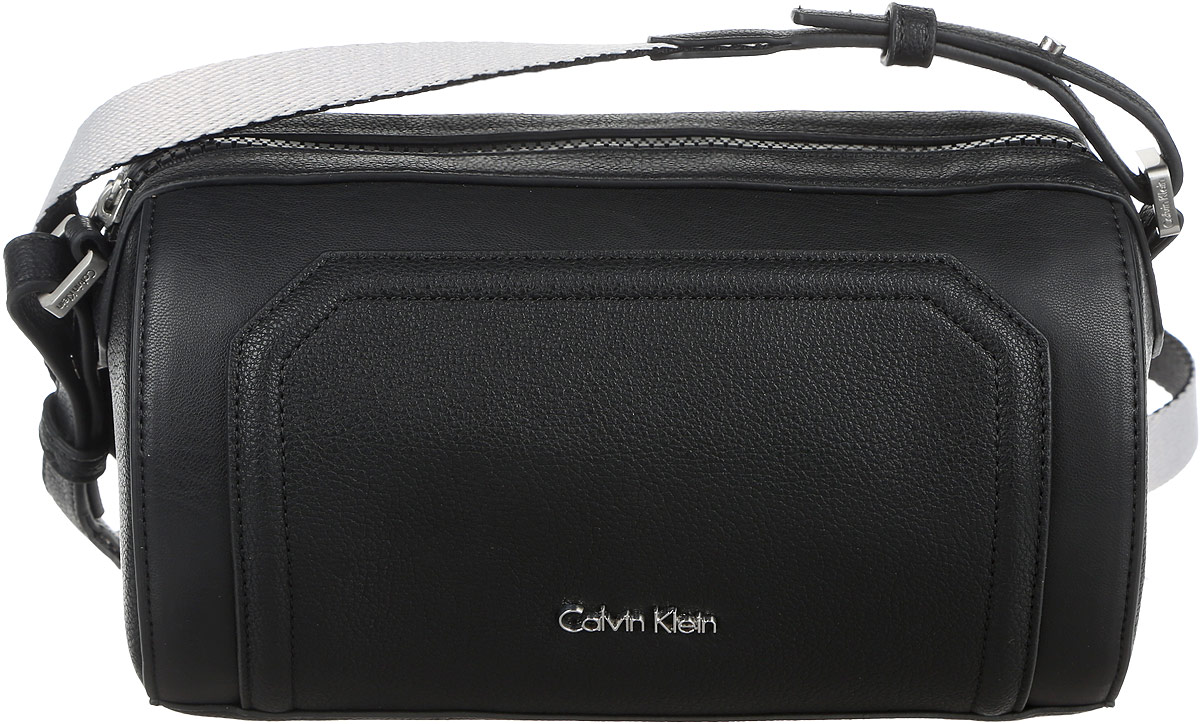 Сумка женская Calvin Klein Jeans, цвет: черный. K60K602410_9100K60K602410_9100Стильная женская сумка Calvin Klein Jeans выполнена из полиуретана. Изделие имеет одно отделение, закрывающееся на застежку-молнию. Внутри сумки находится накладной открытый карман. Сумка оснащена текстильным регулируемым наплечным ремнем.