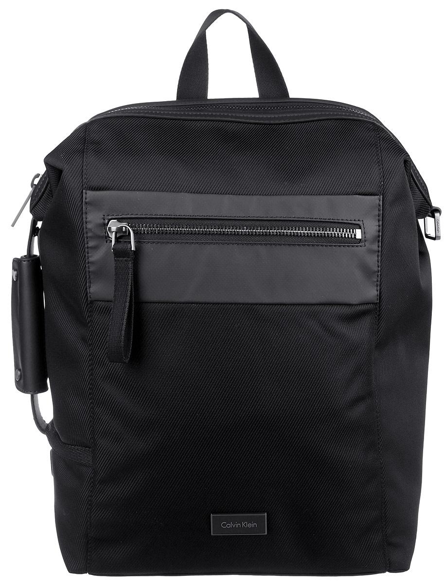 Рюкзак мужской Calvin Klein Jeans, цвет: черный. K50K502285_0010205065-001Стильный мужской рюкзак Calvin Klein Jeans выполнен из полиуретана, полиамида и полиэстера. Изделие имеет одно вместительное отделение, которое закрывается на застежку-молнию. Внутри изделия расположены мягкий карман для ноутбука, закрывающийся на широкий хлястик с липучкой, прорезной карман на застежке-молнии и ремешок для ключей на кнопке. Снаружи, на передней стенке расположен прорезной карман на застежке-молнии. Мягкая спинка из сетчатого материала комфортна при движении. На задней стенке, за мягкой спинкой предусмотрен карман. Рюкзак оснащен широкими лямками регулируемой длины и ручкой для переноски в руке. Одна из боковых сторон оснащена дополнительной ручкой.
