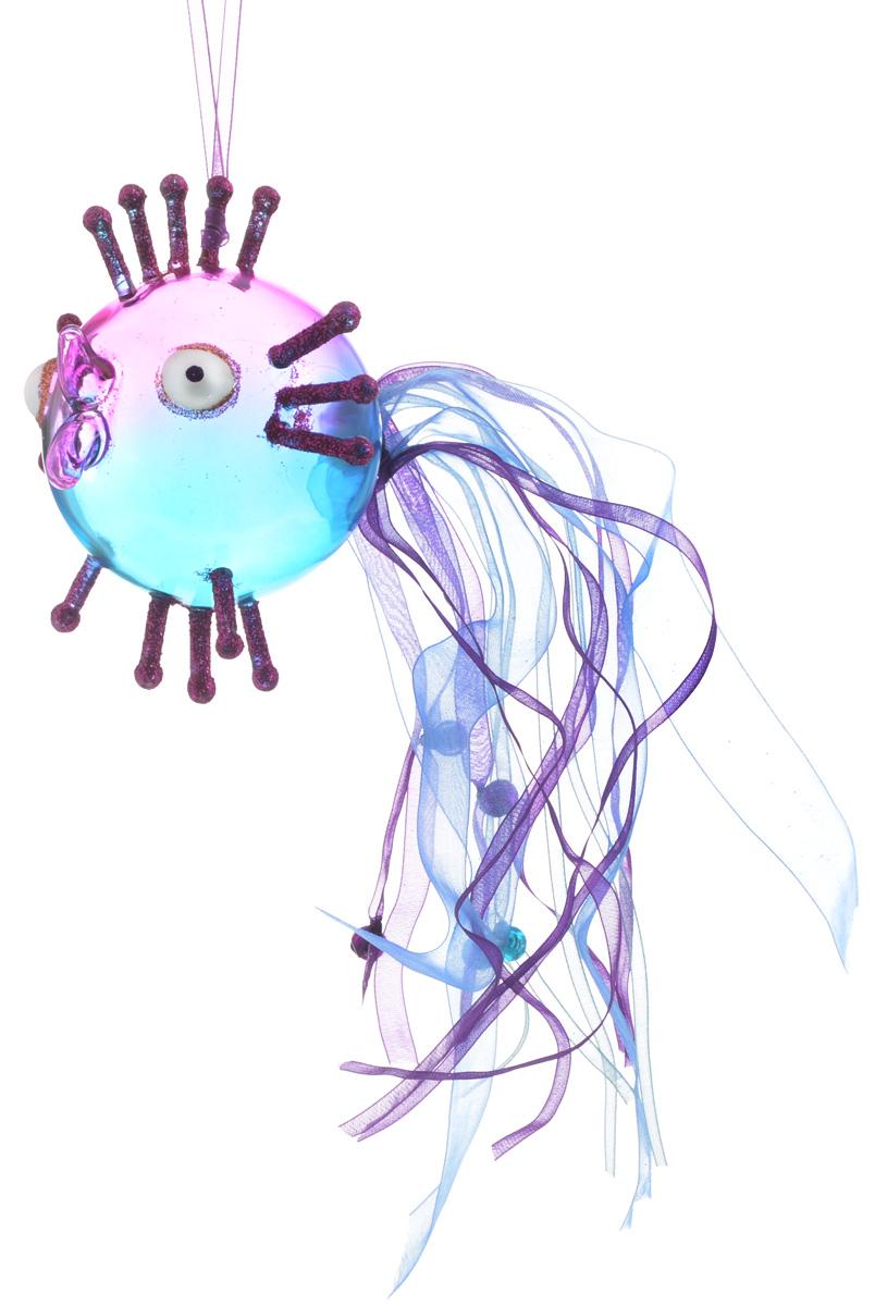 Украшение новогоднее подвесное Winter Wings Волшебная рыбка, цвет: синий, розовый, 10 х 10 х 10 см1.645-504.0Новогоднее подвесное украшение Winter Wings Волшебная рыбка выполнено из стекла в виде фигуры рыбы и украшено блестками. Изделие можно повесить в любом понравившемся вам месте. Но, конечно, удачнее всего оно будет смотреться на праздничной елке.Елочная игрушка - символ Нового года. Она несет в себе волшебство и красоту праздника. Создайте в своем доме атмосферу веселья и радости, украшая новогоднюю елку нарядными игрушками, которые будут из года в год накапливать теплоту воспоминаний.