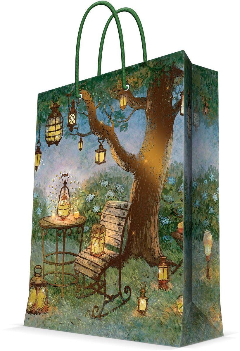 Пакет подарочный Magic Home Волшебные фонари, 17,8 х 22,9 х 9,8 смK100Подарочный пакет Magic Home, изготовленный из плотной бумаги, станет незаменимым дополнением к выбранному подарку. Дно изделия укреплено картоном, который позволяет сохранить форму пакета и исключает возможность деформации дна под тяжестью подарка. Пакет выполнен с глянцевой ламинацией, что придает ему прочность, а изображению - яркость и насыщенность цветов. Для удобной переноски имеются две ручки в виде шнурков.Подарок, преподнесенный в оригинальной упаковке, всегда будет самым эффектным и запоминающимся. Окружите близких людей вниманием и заботой, вручив презент в нарядном, праздничном оформлении.Плотность бумаги: 140 г/м2.