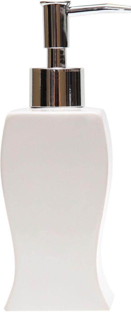 Диспенсер для мыла Proffi Home Кубикс, 250 мл. PH6499531-105Диспенсер для жидкого мыла - незаменимый аксессуар для тех, кто ценит чистоту своей раковины и экономный расход мыла. Вы можете легко переставлять его при необходимости. Этот диспенсер выполнен из керамики. Керамика выгодно отличается от других материалов в первую очередь натуральностью и благородным внешним видом. Этот материал устойчив к перепадам температур, повышенной влажности и бытовым химическим средствам. Благодаря стильному и современному дизайну диспенсер станет украшением Вашей ванной комнаты. Материал: керамика. Цвет: белый. Страна-изготовитель: Китай. Размеры: 6.4X6.3X16.5 см