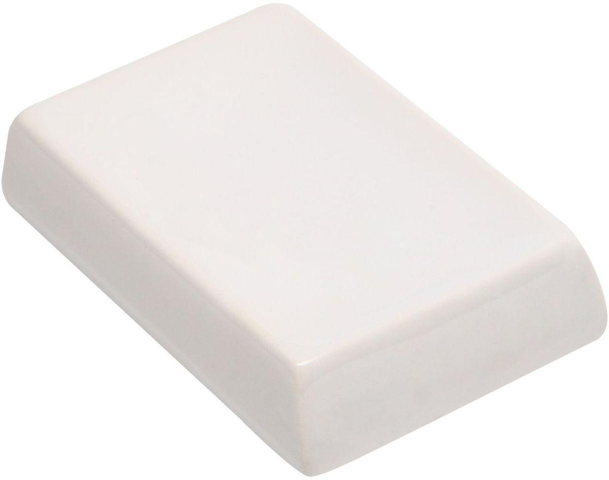 Мыльница Proffi Home Кубикс. PH650125051 7_желтыйМыльницаProffi Home - аксессуар для хранения брускового мыла. Обладает рядом преимуществ: дно, выполненное из каучука, создает антискользящий эффект - теперь не придется гоняться за мылом в самых неподходящий момент. Керамика, из которой отлито основание мыльницы выгодно отличается от других материалов в первую очередь натуральностью и благородным внешним видом. Этот материал устойчив к перепадам температур, повышенной влажности и бытовым химическим средствам. Благодаря лаконичной форме такой аксессуар отлично впишется в любой интерьер ванной комнаты и станет ее украшением.Материал: керамика, каучук.Страна-изготовитель: Китай. Цвет: белый.Размеры: 12,5 х 8,5 х 3 см