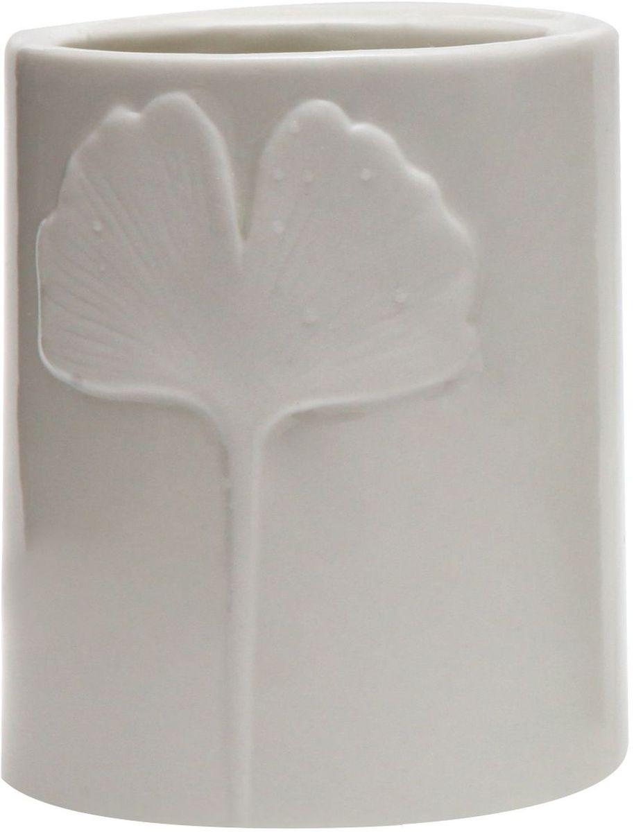 Стакан Proffi Home Лепесток, цвет: белый. PH6503RG-D31SСтакан для ванной комнаты - это практичный аксессуар, помогающий навести порядок и организовать хранение разных принадлежностей в ванной комнате. В нем удобно хранить зубные щетки, тюбики с зубной пастой и другие мелочи. Керамика, из которой сделан стакан, выгодно отличается от других материалов в первую очередь натуральностью и благородным внешним видом. Этот материал устойчив к перепадам температур, повышенной влажности и бытовым химическим средствам. Благодаря оригинальному дизайну такой аксессуар отлично впишется в любой интерьер ванной комнаты и станет ее украшением. Материал: керамика. Цвет: белый. Страна-изготовитель: Китай. Размеры: 8.5x8.5x10.5 см