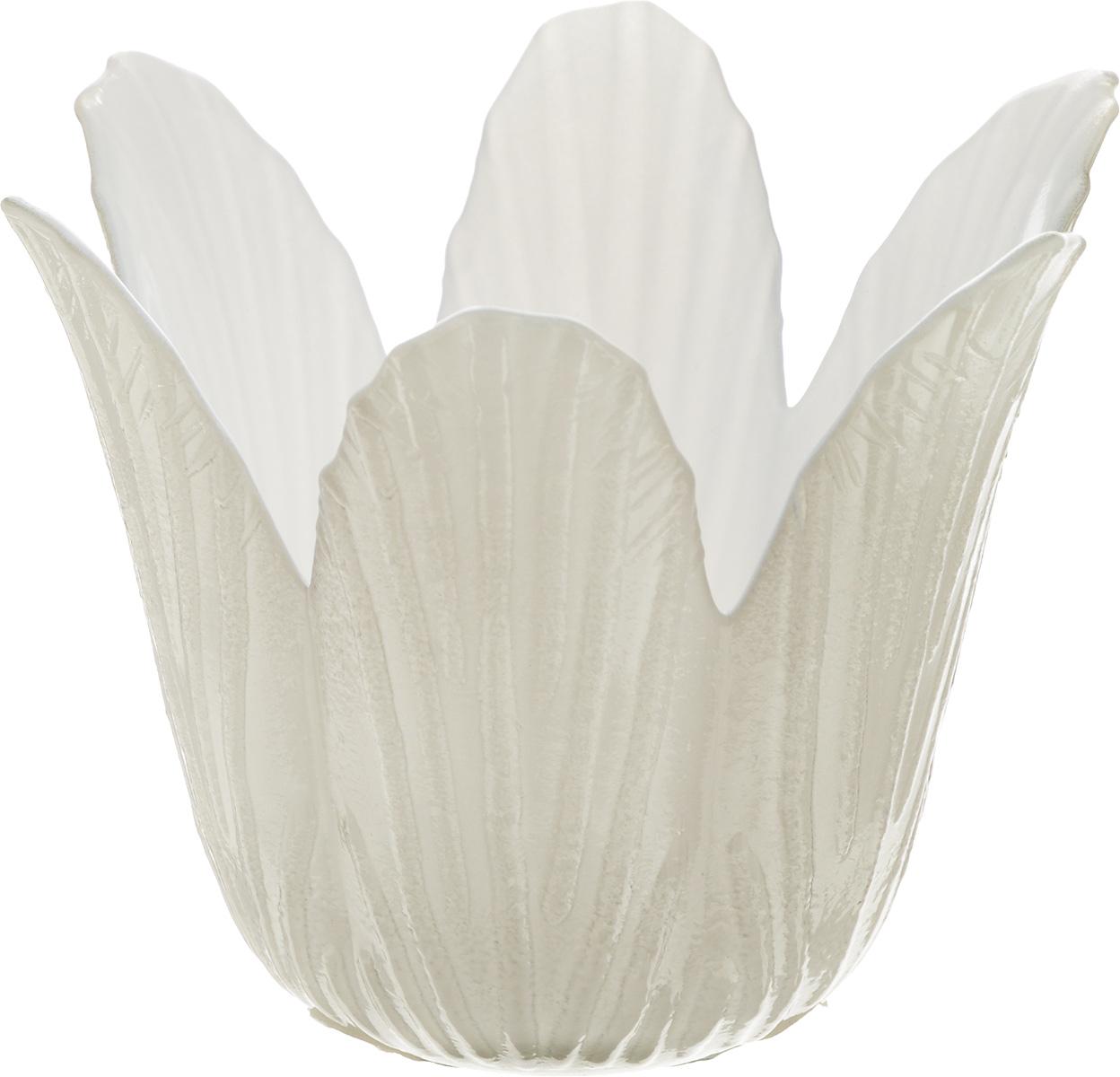 Подсвечник декоративный House & Holder, цвет: белый, серый, высота 7,5 смБрелок для ключейДекоративный подсвечник House & Holder изготовлен из керамики в виде кувшинки. Свеча вставляется внутрь цветка.Такой подсвечник будет потрясающе смотреться в интерьере комнаты и станет прекрасным сувениром к любому случаю.
