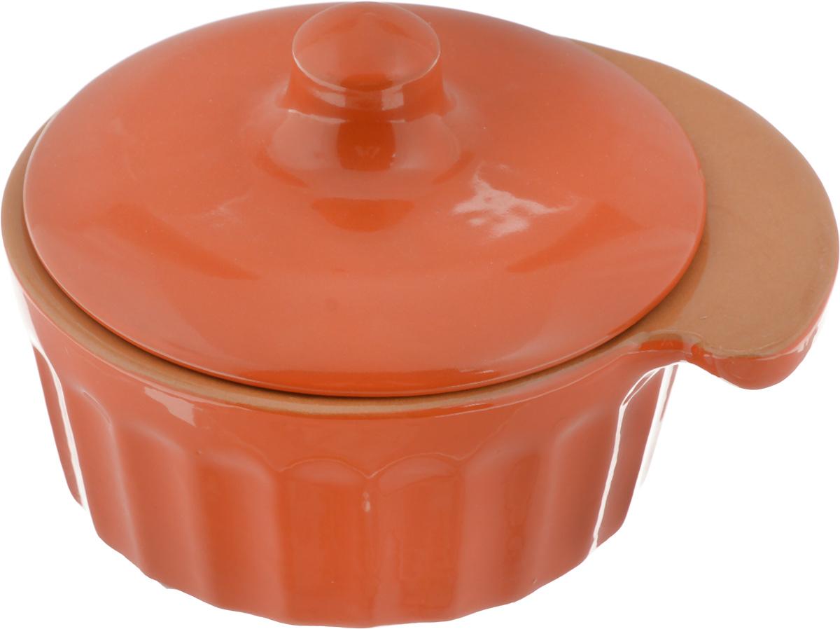 Кокотница Борисовская керамика Ностальгия, цвет: ярко-оранжевый, 200 млFS-91909Кокотница Борисовская керамика Ностальгия выполнена из высококачественной глазурованной керамики. Изделие имеет граненые стенки, снабжено ручкой и крышкой. В такой кокотнице удобно порционно запекать пищу, например, жульен, мясо и овощи, рыбу. Может использоваться для подачи соусов и приправ. Подходит для использования в микроволновой печи и духовке.Размер (по верхнему краю): 12 х 10 см.Высота (без учета крышки): 4,5 см.