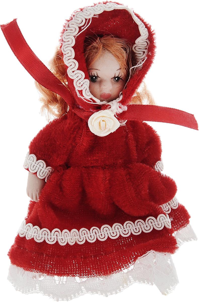 Фигурка декоративная Lovemark Кукла, цвет: белый, красный, высота 10 смC21-181104Фигурка декоративная Lovemark Кукла изготовлена из керамики в виде куклы с кудрявыми рыжими волосами, большими глазами и ресницами. Куколка одета в длинное бархатное платье, декорированное золотистой тесьмой и бантиком, и шапочку. Вы можете поставить фигурку в любое место, где она будет красиво смотреться и радовать глаз. Кроме того, она станет отличным сувениром для друзей и близких. А прикрепив к ней петельку, такую куколку можно подвесить на елку.Размер: 10 х 3,5 см.