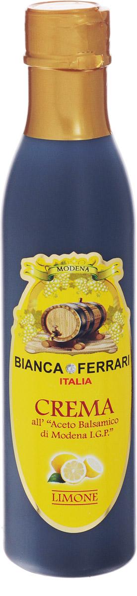 Bianca Ferrari ди Модена Лимон крем-соус на основе бальзамического уксуса, 250 мл7224Крем-соус из бальзамического уксуса - это заправка на базе бальзамического уксуса из Модены. Соус не подвергают тепловой обработке и используют в качестве украшения, приправы или дрессинга к салатам, мясу, рыбе, десертам и другим блюдам. Как и бальзамический уксус, крем богат минералами, антиоксидантами и витаминами группы B.IGP (Indicazione Geografica Protetta) - защищенный указатель географического происхождения. Бальзамический уксус из Модены - это название защищено специальным знаком IGP. Для получения марки IGP нужно, чтобы хотя бы одна из фаз процесса изготовления проходила в рамках конкретной географической зоны.Уважаемые клиенты! Обращаем ваше внимание, что полный перечень состава продукта представлен на дополнительном изображении.