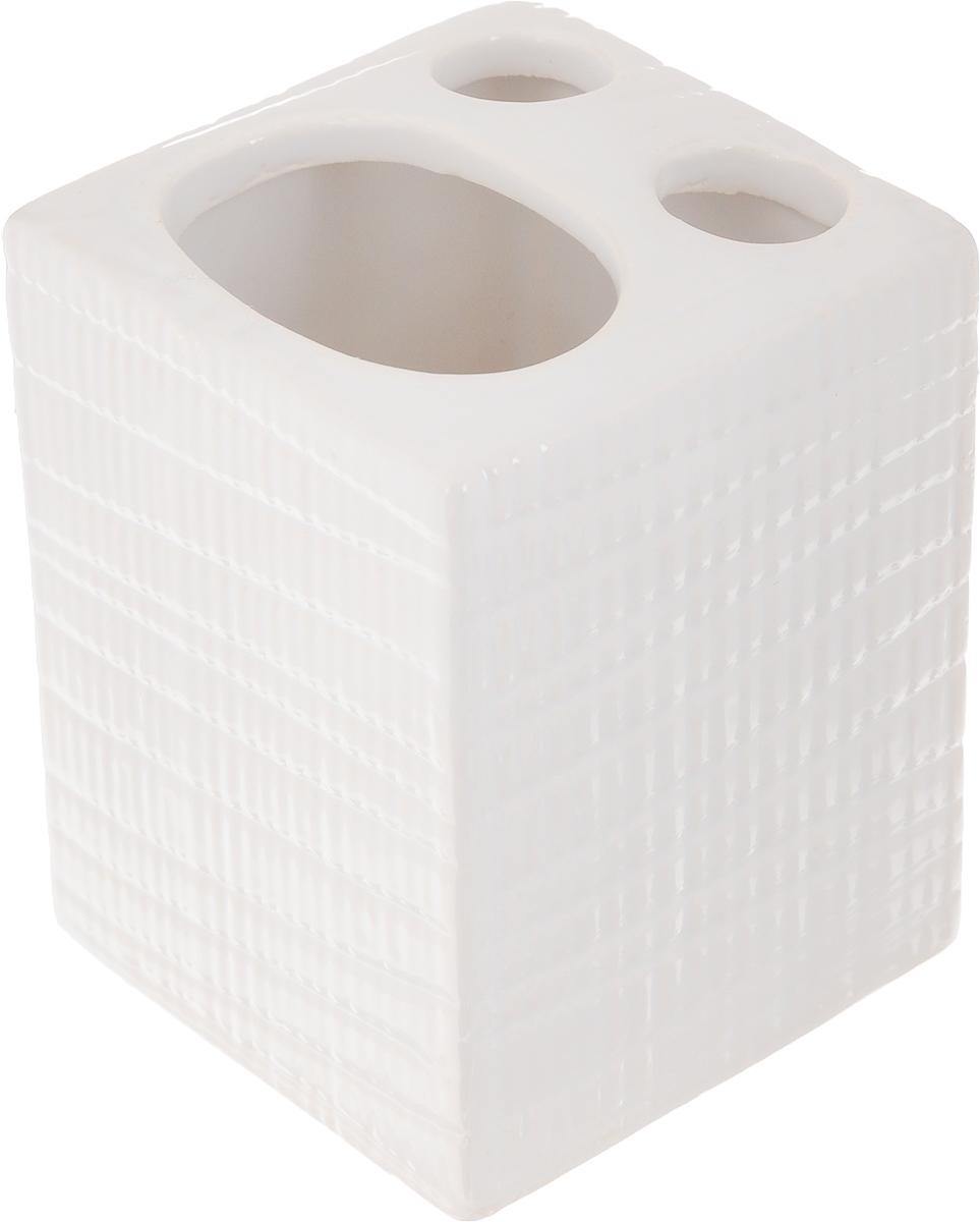 Стакан для зубных щеток Proffi Home Пятый элемент, 400 млА1050101Стакан для зубных щеток Proffi Home Пятый элемент - это практичный аксессуар, помогающий навести порядок и организовать хранение разных принадлежностей в ванной комнате. В нем удобно хранить зубные щетки, тюбики с зубной пастой и другие мелочи. Керамика, из которой сделан стакан, выгодно отличается от других материалов в первую очередь натуральностью и благородным внешним видом. Этот материал устойчив к перепадам температур, повышенной влажности и бытовым химическим средствам. А благодаря лаконичному и современному дизайну, такой аксессуар отлично впишется в любой интерьер ванной комнаты и станет ее украшением. Размеры: 7 x 7 x9,5 см