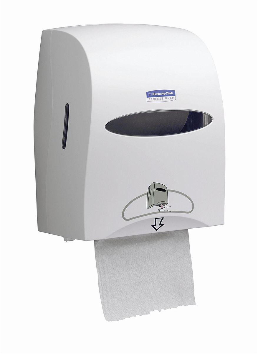 Диспенсер для бумажных полотенец Kimberly-Clark Professional, рулон, сенсорный, цвет: белый. 996068/5/3Электронные диспенсеры Kimberly-Clark для рулонных бумажных полотенец для рук с выдачей по одному листу из линейки диспенсеров для туалетных комнат. Диспенсеры мотивируют сотрудников соблюдать гигиенические нормы, повышают уровень комфорта, демонстрируют заботу о персонале и помогают сократить расходы. Идеальное решение, обеспечивающее подачу по одному листу полотенец для рук, добавляет элемент роскоши в интерьер туалетных комнат, может использоваться в условиях ограниченного пространства в туалетных комнатах офисов и гостиниц с высокими требованиями к интерьеру; обеспечивает экономию средств и отличается простотой обслуживания.Диспенсер имеет окно для контроля за остатком расходного материала, выполнен из ударопрочного пластика и может запираться на ключ. Длина листа может регулироваться: 20, 28 или 35 см; временной интервал задержки выдачи: 0,5, 1 или 2 секунды. Запас работы на 4-х батарейках типа D - 30 рулонов.Формат поставки: элегантный диспенсер; надежное крепление, возможность аккуратной заправки; корпус с более компактной и обетакемой формы белого цвета. Совместим с полотенцами: 6657, 6667, 6668, 6687, 6697, 6765.