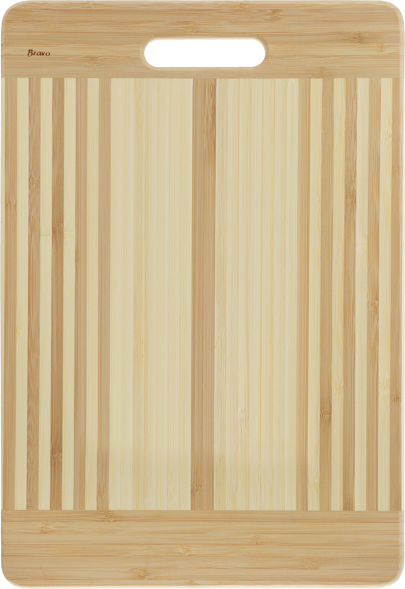 Доска разделочная LarangE От шефа, 39 х 27 х 1,8 смМТ76-29_фиолетовыйДоска разделочная LarangE От шефа изготовлена из качественного бамбука. Доска склеивается в заводских условиях из отдельных распиленных полос. Сочетание склеенных полосок разного цвета в изделии выглядит богато и притягательно. Бамбук обладает плотной и очень твердой структурой (400-700 кг/м3), устойчив к механическим и климатическим воздействиям. Доски из бамбука не рассыхаются и не трескаются, не портятся от мытья в теплой воде, не впитывают влагу и запахи и имеют долгий срок службы. Бамбук - это 100% экологически чистый продукт. Доска разделочная LarangE От шефа станет полезным приобретением для вашей кухни, а также красиво дополнит как современный, так и классический интерьер. Не рекомендуется мыть в посудомоечной машине.