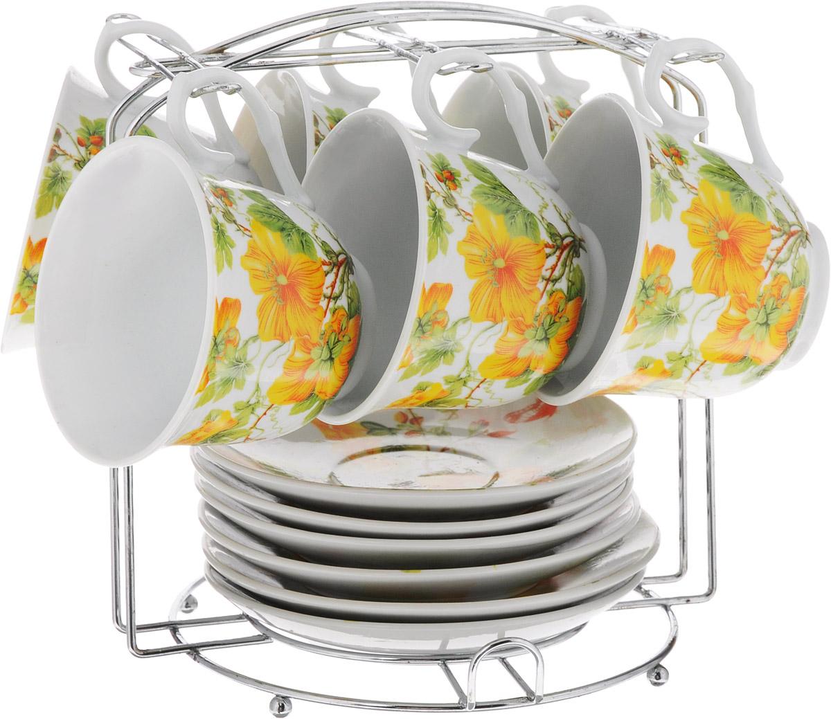 Набор чайный Bella, на подставке, 13 предметов. DL-P6MS-171115510Набор Bella состоит из шести чашек и шести блюдец, изготовленных из высококачественного фарфора. Чашки оформлены красочным цветочным рисунком. Изделия расположены на металлической подставке. Такой набор подходит для подачи чая или кофе.Изящный дизайн придется по вкусу и ценителям классики, и тем, кто предпочитает утонченность и изысканность. Он настроит на позитивный лад и подарит хорошее настроение с самого утра. Чайный набор Bella - идеальный и необходимый подарок для вашего дома и для ваших друзей в праздники.Рекомендуется мыть вручную с применением любых моющих средств, предназначенных для мытья посуды и стекла. Кроме абразивных средств, так как может привести к появлению царапин на поверхности изделия и, соответственно, к ухудшению его внешнего вида.Объем чашки: 250 мл. Диаметр чашки (по верхнему краю): 9 см. Высота чашки: 7,3 см. Диаметр блюдца: 13,5 см. Высота блюдца: 2 см.Размер подставки: 19 х 17,5 х 20 см.