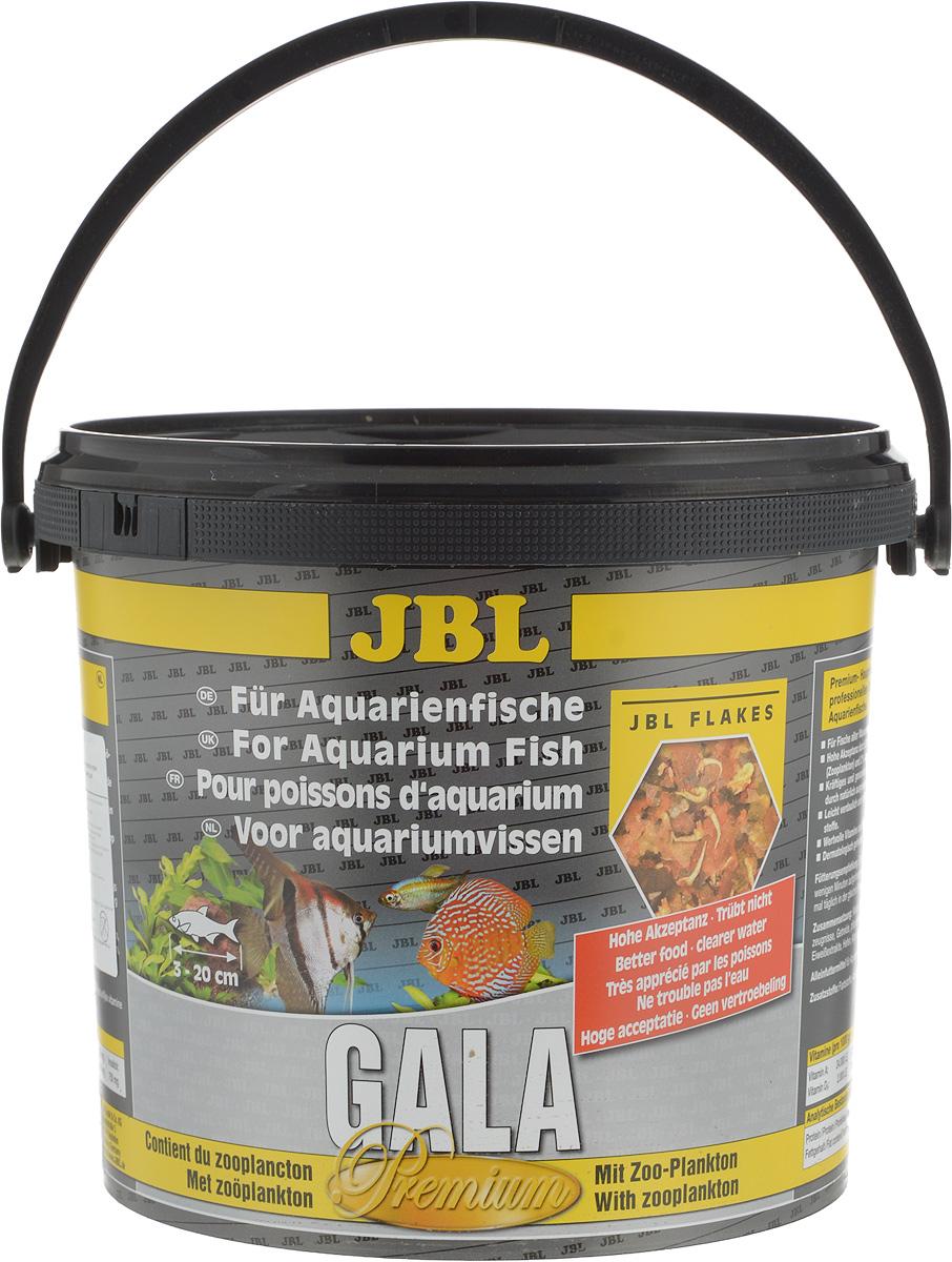 Корм JBL Gala для рыб, в форме хлопьев, 5,5 л (950 г)101246Корм JBL Gala отборное сырье и комбинация всех важных питательных веществ, отвечающая потребностям аквариумных рыб. Специальный метод сверхтонкого помола сырья и сбалансированная комбинация питательных элементов хорошо усваивается и не загрязняет воду. Ценные материалы и биологически активные вещества водоросли спирулины, а также жизненно важные витамины и инозит обеспечивают естественный и здоровый рост и повышают выживаемость.Рекомендации по кормлению: два или три раза в день порциями, которые могут быть съедены рыбами в течение нескольких минут.Товар сертифицирован.